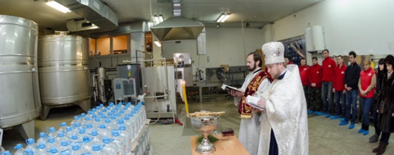 """Хрещенська вода з доставкою для клієнтів """"Небесна Криниця"""""""