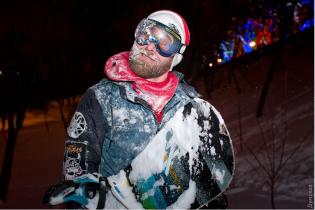Отчаянные одесситы устроили на Потемкинской лестнице лыжную трассу