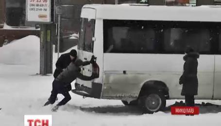 На Миколаївщині другий день вирує негода