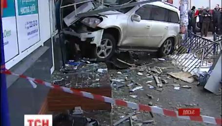 """За водія, який півтора тижня тому на """"Мерседесі"""" на смерть збив жінку, внесли заставу"""