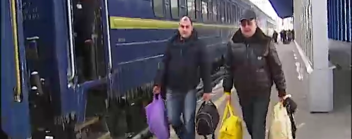 Через снігові замети потяг запізнився до Києва на вісім годин
