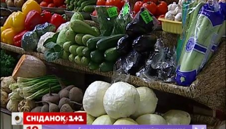 После праздников в Украине резко подешевели тепличные овощи