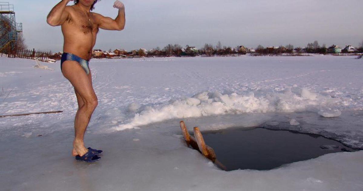 Сумская с мужем искупались в ледяной проруби @ facebook.com/osumska