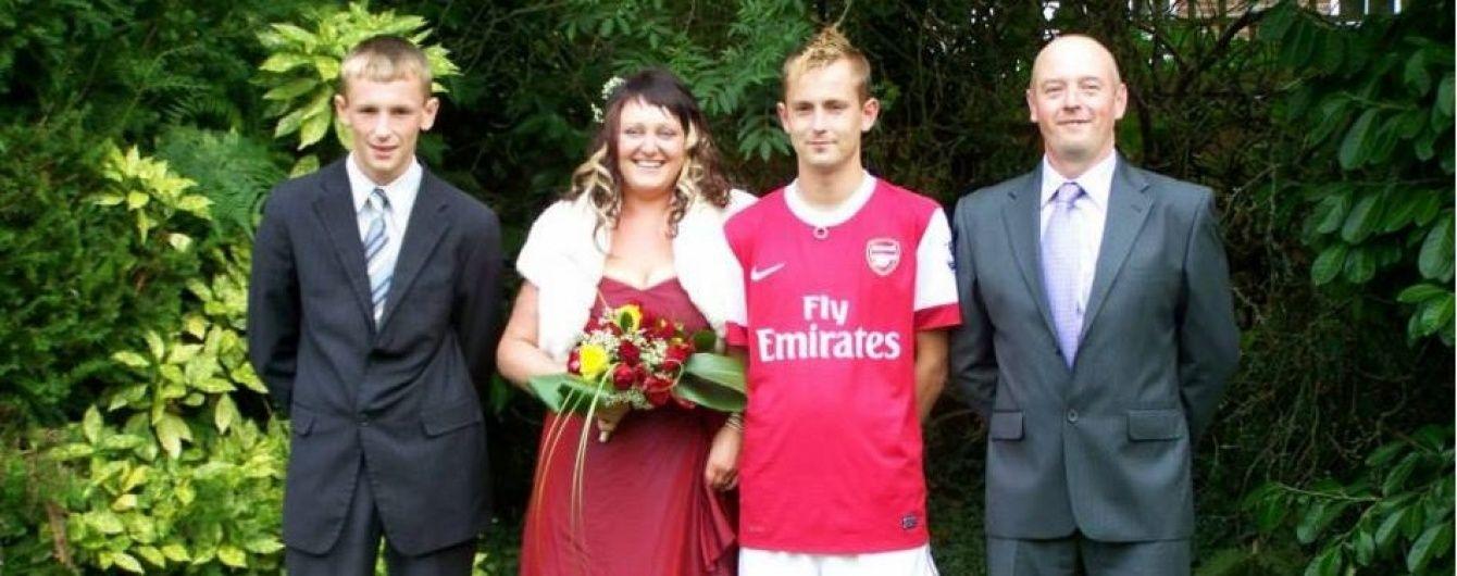 """Фанат """"Арсеналу"""" одягнув на власне весілля ігровий комплект улюбленої команди"""