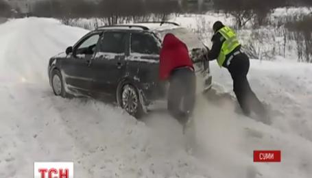 На Сумщині за добу рятувальники визволили понад півсотні автівок