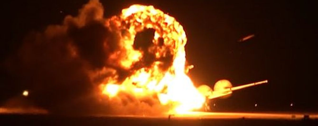 У Мережі з'явилося відео падіння російського бомбардувальника Ту-95 на авіабазі Українка