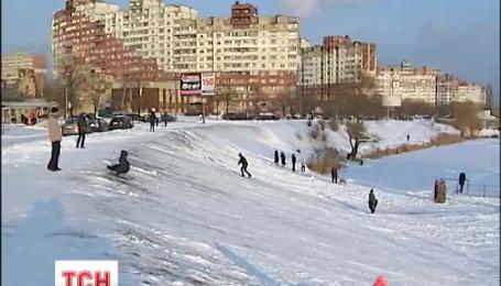 Потужні хуртовини полишають Україну, але морози не вщухатимуть