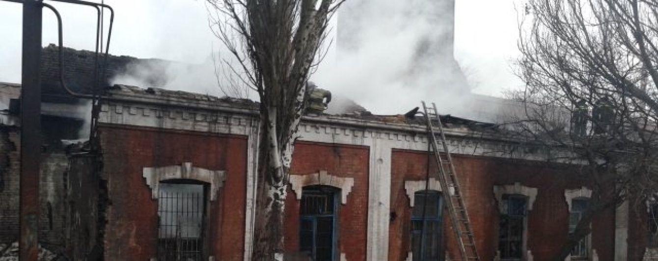 В Мариуполе горел завод имени Ильича