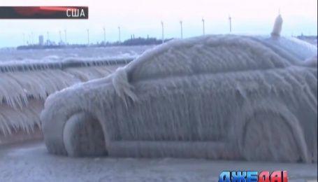 Международный обзор. В США машины превратились в ледяные скульптуры