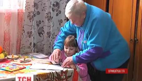Опекунство на осиротевшую девочку, чью мать сбил джип Омельченко, оформляет бабушка