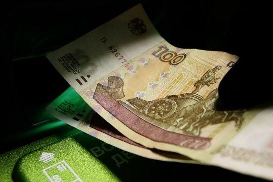 Рубль стрімко впав на тлі анонсованого другого пакету жорстких санкцій США