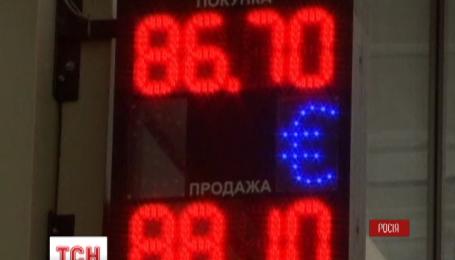 Российский рубль преодолевает очередной исторический антирекорд