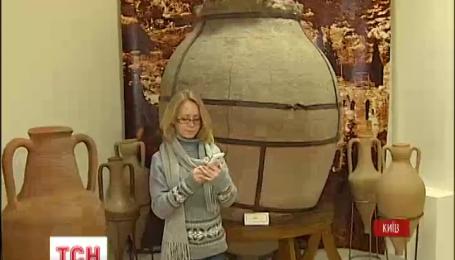 Тисячі людей у різних країнах напередодні робили селфі у музеях