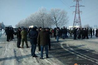 В Полтаве бойцы АТО полностью заблокировали движение транспорта по трассе Киев-Харьков