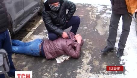 Чиновника поймали на взятке за беспрепятственное движение груза через Одесский порт