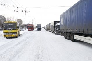 Из-за снегопадов Молдова закрыла большинство пунктов пропуска с Украиной