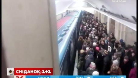 Из-за сильного снегопада киевский метрополитен остановил работу