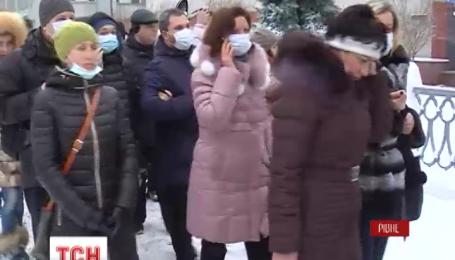 Активисты в Ровно пикетировали областное управление здравоохранения