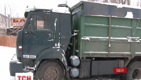 Одинадцяту добу у кабіні власного авто на виїзді з Одеси живе Олександр Панфілов