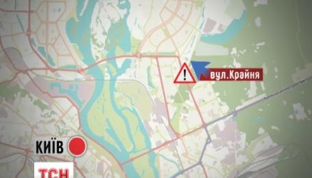 В Киеве в спальном районе Троещина прорвало водопровод