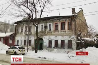 В Николаеве под тяжестью снега обрушилась крыша многоквартирного дома