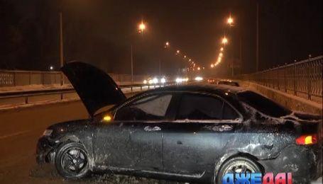 Из-за скользкой дороги в столице произошло две аварии
