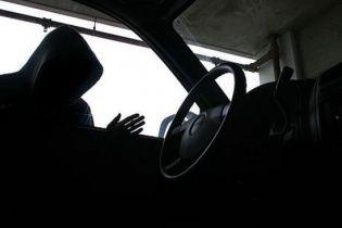 Київській поліції повідомили про викрадення чоловіка на Оболоні