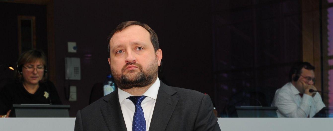 Втікач Арбузов хоче повернутися в Україну, щоб очолити уряд
