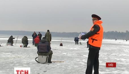 Из-за оттепели спасатели советуют не выходить на лед на водоемах