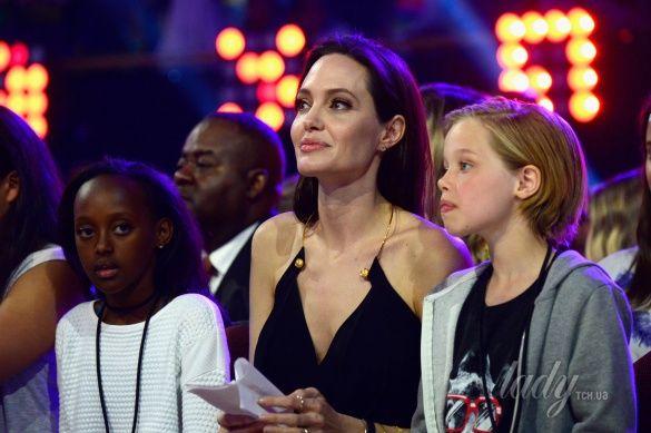 Андежлина Джоли с детьми_2