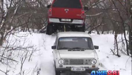 Как столичный джипер спасает от снежной беды водителей