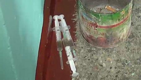Як «Секретні матеріали» закривали точку з продажу наркотиків в столиці