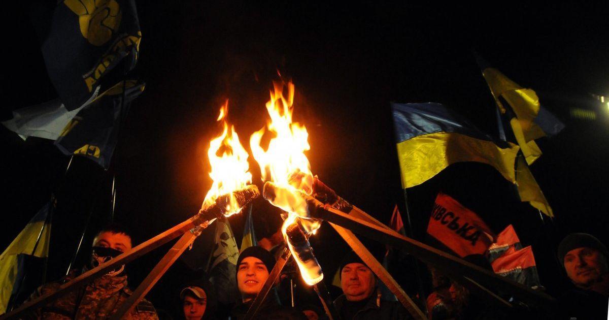 Смолоскипна хода до дня вшанування пам'яті Героїв Крут у Харкові. Активісти зібралися, щоб вшанувати студентів, які загинули у битві з більшовиками 29 січня 1918 року. @ УНІАН