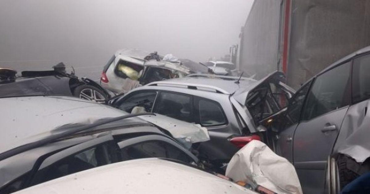 У масштабній аварії загинули 4 людини, ще понад 30 отримали поранення @ zurnal24.si