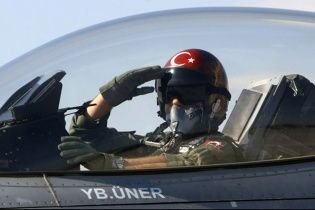 ВПС Туреччини завдали удари по об'єктах терористів на півночі Іраку