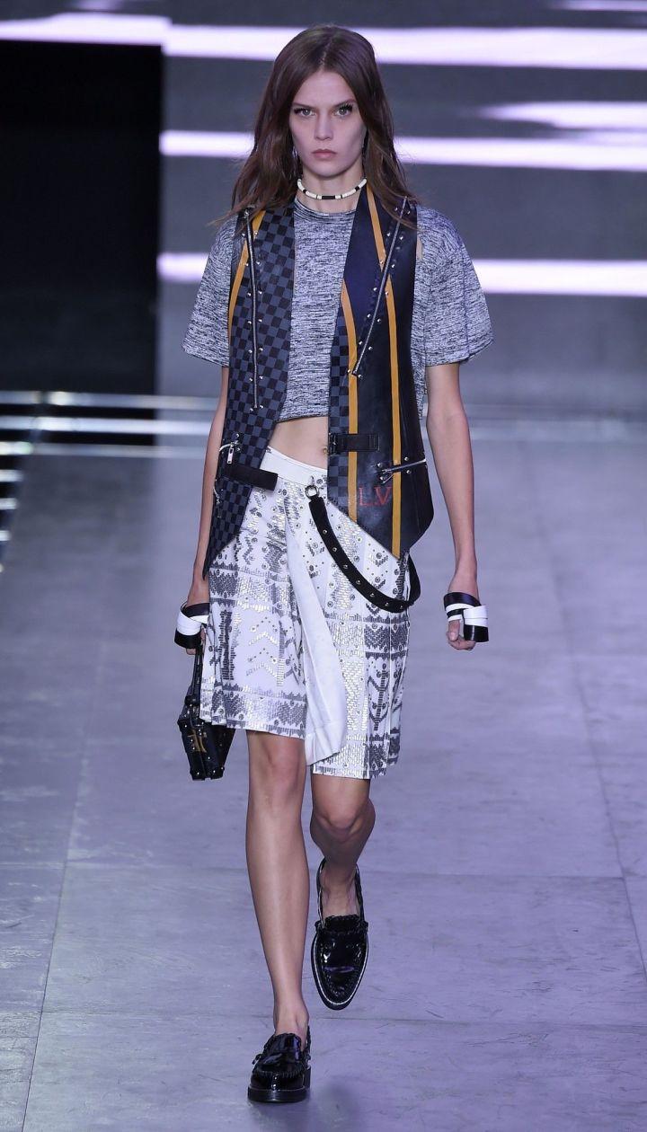 КоллекцияLouis Vuitton прет-а-порте сезона весна-лето 2016 @ East News