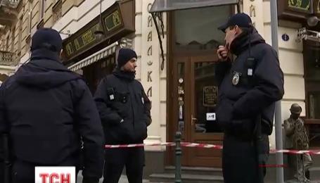 У Львові одразу за десятьма адресами продовжують працювати вибухотехніки та кінологи