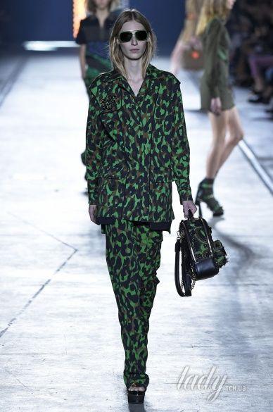 Versace прет-а-порте сезона весна-лето 2106_8