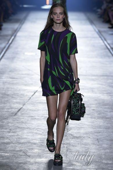 Versace прет-а-порте сезона весна-лето 2106_15