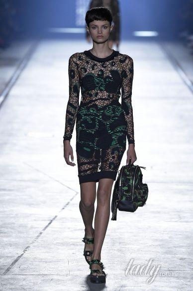 Versace прет-а-порте сезона весна-лето 2106_17