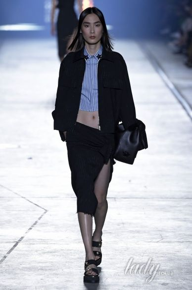 Versace прет-а-порте сезона весна-лето 2106_24