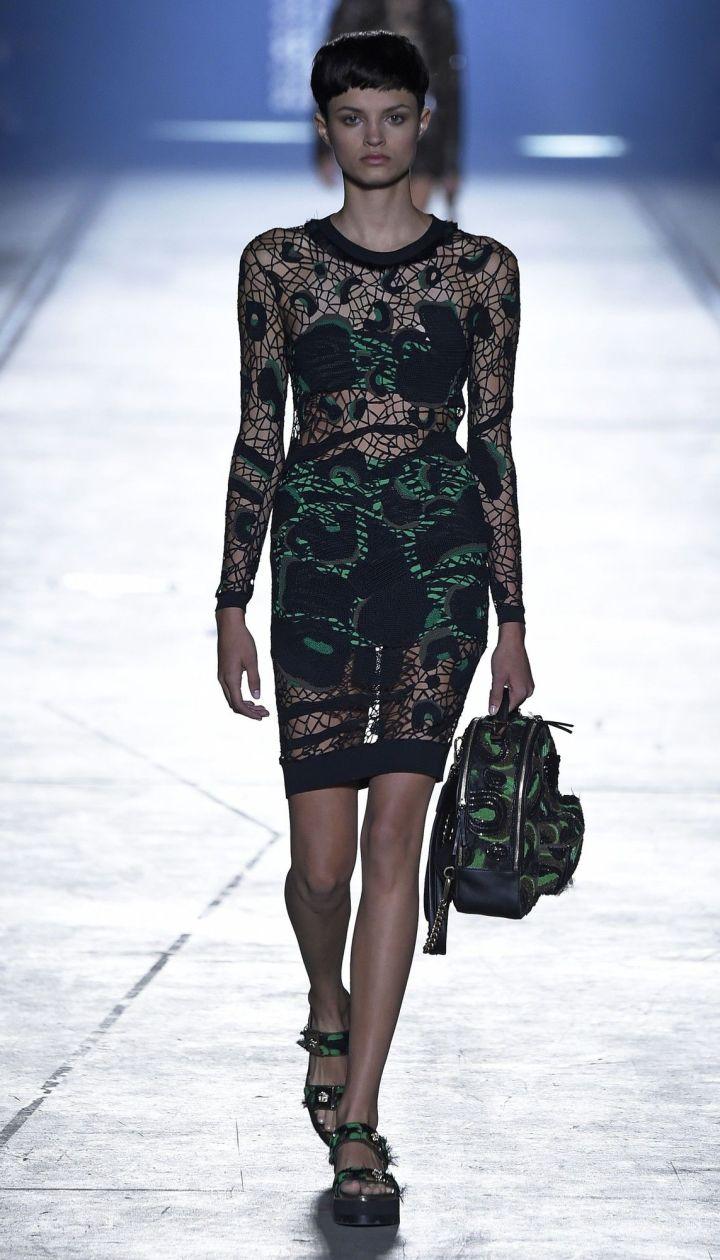 Коллекция Versace прет-а-порте сезона весна-лето 2016 @ East News