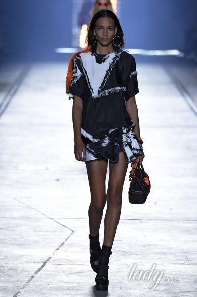 Versace прет-а-порте сезона весна-лето 2106_35