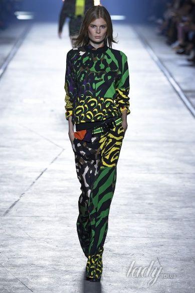 Versace прет-а-порте сезона весна-лето 2106_31