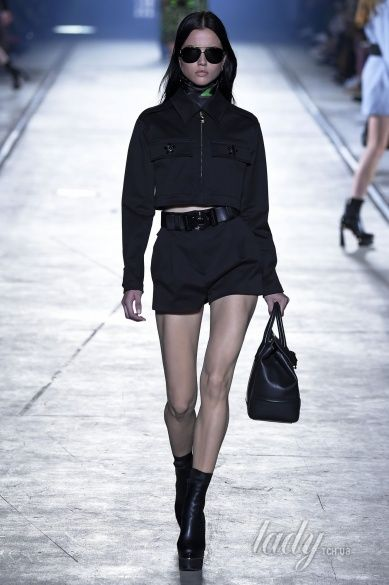 Versace прет-а-порте сезона весна-лето 2106_29