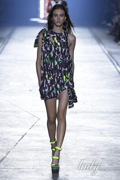 Versace прет-а-порте сезона весна-лето 2106_34