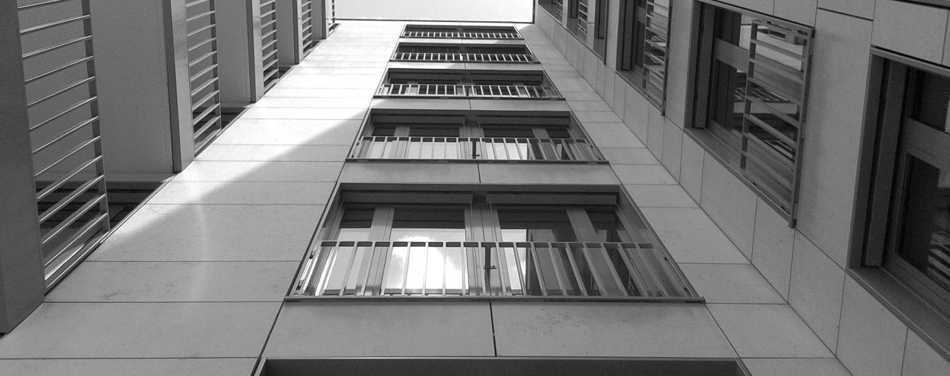 У Сумах пенсіонер вистрибнув з вікна госпіталю