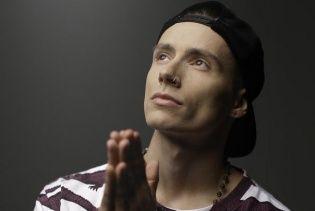 """Побитый солист Quest Pistols Show в своей манере сделал кавер на песню """"Скрябина"""""""