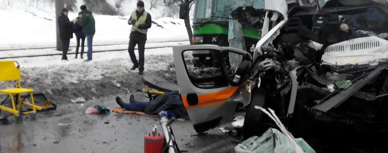 У Харкові сьогодні ховали жертв зіткнення автобуса і швидкої