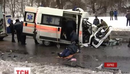 """В Харькове не разминулись """"скорая"""" и пассажирский автобус"""